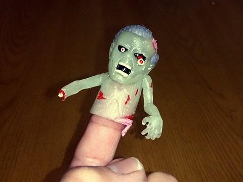 原宿で買ったゾンビ指人形の画像1つめ。